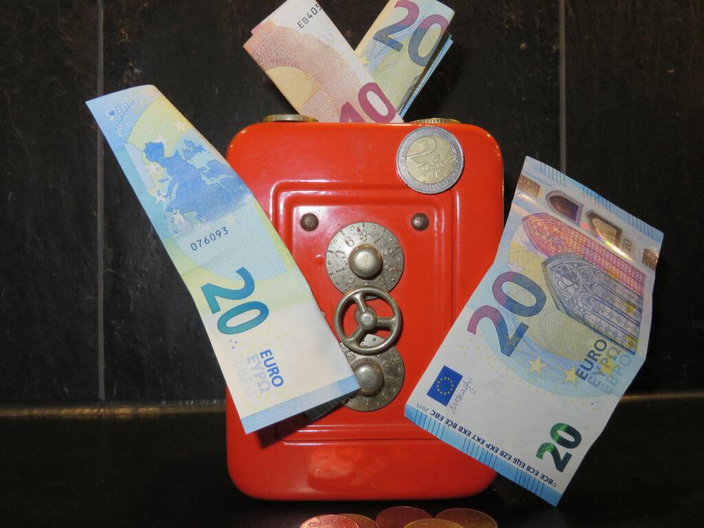 Deutsche zahlen gern in bar: Rund 50 Prozent der Ausgaben erfolgen in Schein und Münze (Foto: Zuckrigl)