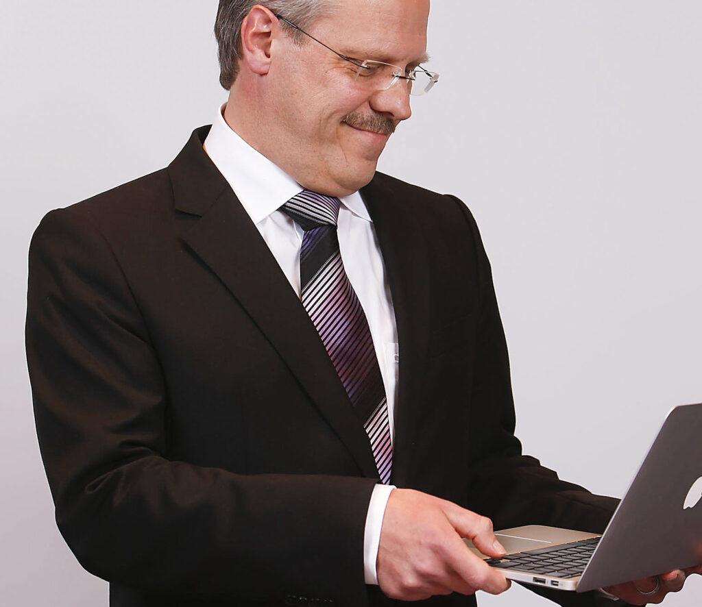 Michael Pentzin plädiert dafür, Kunden neue Banktechnologien vorzuführen (Foto: G.Hofer/SchwabenPress)